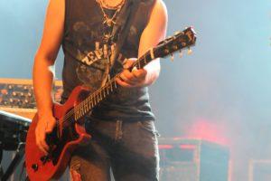 TonyM_guitarist2b