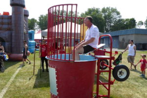 dunk tank_Mayor_P1000145-X4